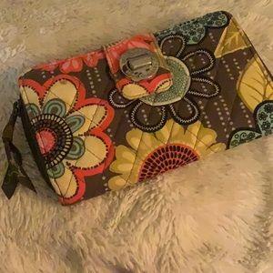 🎀 Vera Bradley turnlock wallet in Flower shower🎀